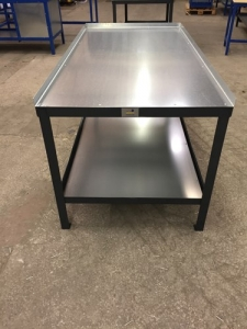 Heavy Duty workbench with lip on 3 sides